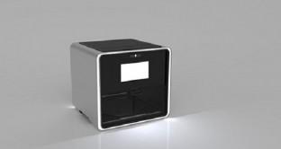 La stampante 3D Foodini potrebbe piacere a un sacco di gente: la sua peculiarità è quella di produrre cibo, ma non di cuocerlo, e dovrebbe arrivare molto presto sul mercato.