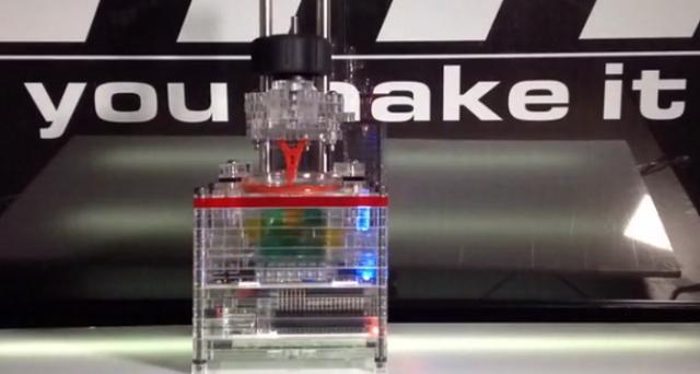Si chiama iBox Nano e a oggi è la stampante 3D più piccola e low cost sul mercato: proposta su Kickstarter, le prime unità saranno spedite agli investitori a marzo 2015.