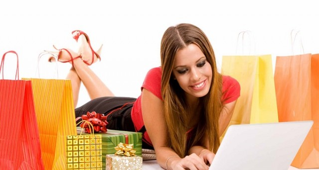 Da fine marzo 2015 si potrà finalmente fare shopping online pagando tramite Bancomat: l'iniziativa segue il trend in crescita nel nostro Paese degli acquisti su internet.