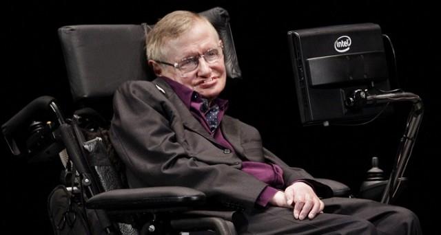 Secondo Stephen Hawking, l'evoluzione dell'intelligenza artificiale potrebbe portare alla fine della razza umana, limitata nella velocità della propria evoluzione biologica.