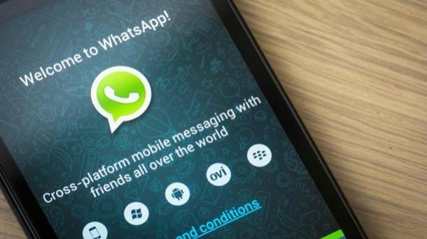 Con il nuovo aggiornamento WhatsApp cambia veste e assume le caratteristiche del Material Design di Android 5.0 Lollipop. Il cambiamento grafico, al momento, riguarda solo i dispositivi equipaggiati con l'OS Google.