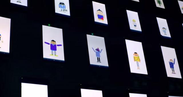 Godetevi questo particolare coro che intona l'Inno alla Gioia di Beethoven: è gestito dal sistema operativo Android e lancia un messaggio: indovinate quale.