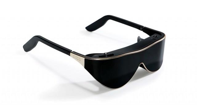 Il visore di realtà virtuale che fa concorrenza a Oculus Rift esiste già: viene dalla Cina, costa 699 dollari ed è piccolo come un paio di occhiali da sole. Dodlo VR Glasses: ne sentiremo parlare molto da fine maggio.