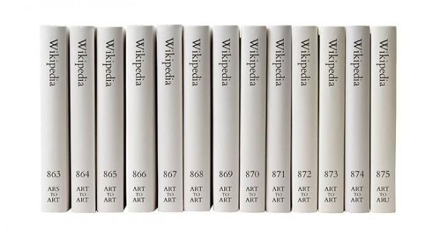 Michael Mandiberg è un artista che ha osato l'impossibile: tradurre in un'enciclopedia cartacea le migliaia di voci presenti su Wikipedia.