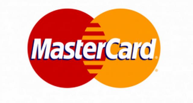 Selfie per il riconoscimento facciale che autorizzi le transazioni e QR Code per prelievi di contante in banca: ecco le novità digitali annunciate da Mastercard e Unicredit.