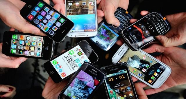 Gli ultimi dati Flurry rilevano una crescita del tasso di dipendenza da app mobile e social network: è la malattia del nostro secolo?