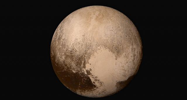 Ghiacciai e nebbie protagonisti nelle nuove immagini di Plutone inviate dalla sonda New Horizons.