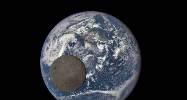 La Luna mostra ancora una volta il suo lato scuro grazie a uno splendido video di fotografie scattate dalla sonda Dscovr.