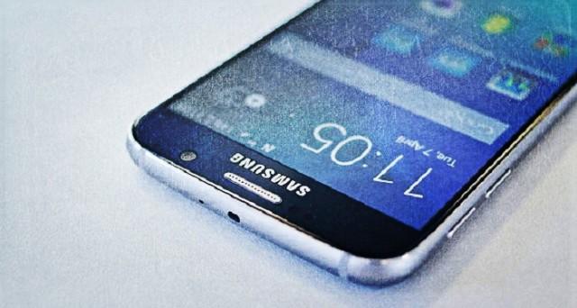 Dopo l'evento Apple, ecco puntuali le prime indiscrezioni sulla scheda tecnica del nuovo Samsung Galaxy S7: andiamo a scoprirle.