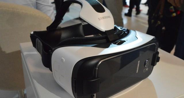 Samsung ha presentato il nuovo visore Gear VR, più leggero, ergonomico ed economico rispetto al modello precedente: disponibile a partire da novembre negli Stati Uniti.