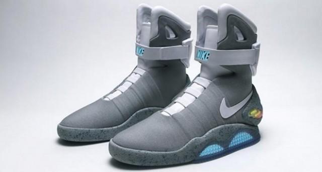 Il 21 ottobre Marty McFly arriva dal futuro: Nike si è fatta trovare pronta, visto che proprio quel giorno commercializzerà le scarpe autoallaccianti di Ritorno al Futuro.