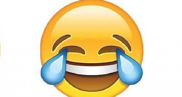 La parola dell'anno 2015 secondo Oxford University è un emoji, più nello specifico la faccina che ride fino alle lacrime. Ecco il perché di questa decisione.