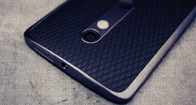 Motorola Moto X Force arriva in Italia con il suo display indistruttibile: ecco scheda tecnica e prezzo.