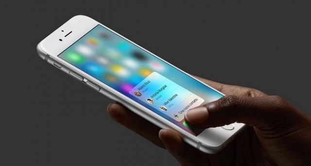 Il nuovo aggiornamento di WhatsApp per iOS include due funzioni che sfruttano la tecnologia 3D Touch su iPhone 6S e iPhone 6S Plus: ecco cosa sono e come funzionano Peek e Pop.