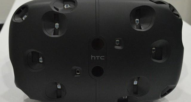 Ci sarebbe finalmente una data di uscita relativa a HTC Vive: dissipati i rumors su un'uscita anticipata, il visore per la realtà virtuale HTC dovrebbe uscire ad aprile 2016.