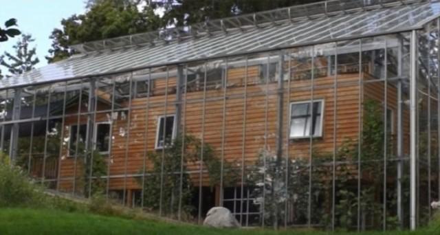 In Svezia, una coppia di coniugi ha seguito alla lettera i principi della NaturHouse per permettere alla propria casa di autoriscaldarsi riducendo così le bollette a zero.
