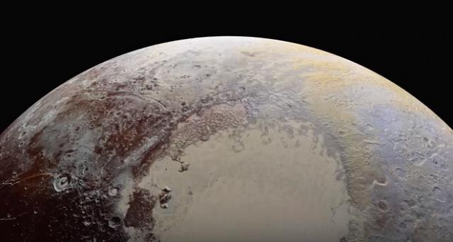 Nuove immagini spettacolari di Plutone sono state inviate dalla sonda New Horizons: spettacolari primi piani che ci mostrano ulteriori dettagli sulla superficie del pianeta nano.