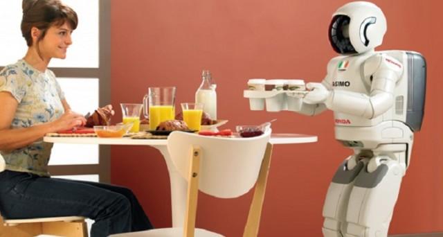 Continua a far discutere la possibilità che i robot, sempre più introdotti nell'industria, possano toglierci il lavoro: secondo una stima, la disoccupazione di massa raggiungerà il 50% nel 2045.