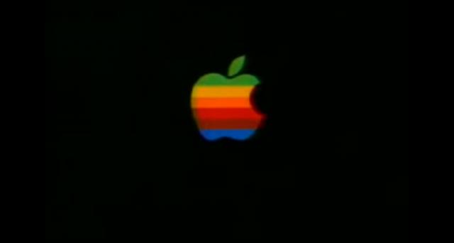 Abbiamo deciso di omaggiare i 40 anni di Apple con alcuni dei suoi più interessanti spot pubblicitari: ne abbiamo selezionati 30, dalle origini fino quasi ai giorni nostri.