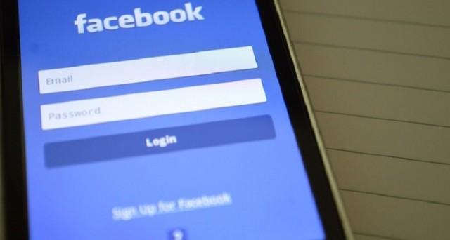 Facebook sta subendo qualche emorragia di aggiornamenti, condivisioni e iscrizioni: per questo motivo sta correndo ai ripari.