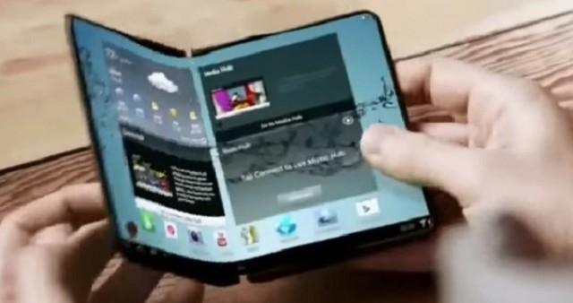 Samsung annuncerà nel 2017 i suoi primi modelli con display flessibile e pieghevole, aprendo la stagione dei 2-in-1 del settore mobile.