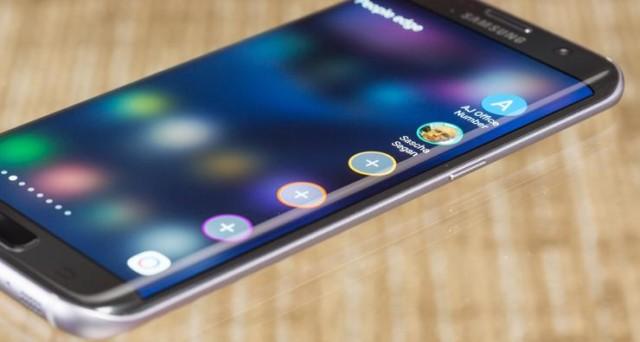 Il debutto del Samsung Galaxy Note 7 unicamente nella variante dotata di display dual edge potrebbe rappresentare il primo passo di un importante rivoluzione per i dispositivi di fascia alta di casa Samsung. A partire dal prossimo Samsung Galaxy S8, infatti, la casa coreana potrebbe abbandonare i tradizionali display flat per i suoi top di […]