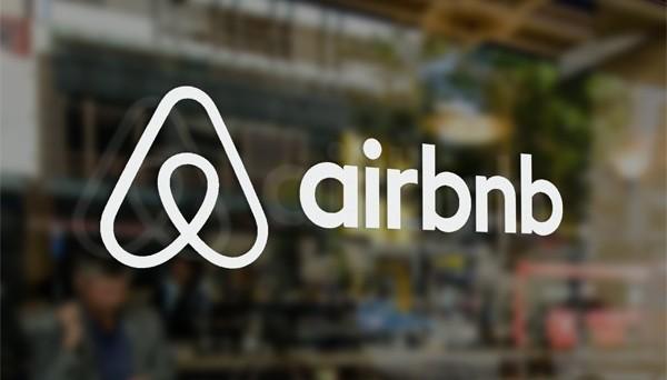 Airbnb, la famosa app che permette di trovare alloggi messi a disposizione dagli utenti stessi, si aggiorna e aggiunge nuove funzionalità Il tutto aspettando Airbnb Trips.