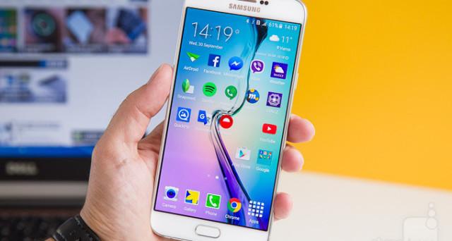 Dopo il flop del Note 7 e prima del lancio di Galaxy S8, ecco in arrivo Samsung Galaxy A8 (2016): prezzo, scheda tecnica e uscita in Italia. Un nuovo tassello nella linea 'intelligente' (ed economica) della Samsung.