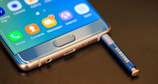 I problemi per il nuovoSamsung Galaxy Note 7 sembrano davvero non avere fine. Dopo l'avvio della massiccia campagna di richiamo, con la sostituzione di centinaia di migliaia di smartphone in tutto il mondo, Samsung potrebbe dover fare i conti con un nuovo problema. Alcuni utenti che hanno da poco ricevuto un Galaxy Note 7 sostitutivo, […]