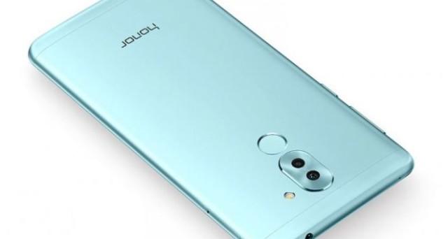 In queste ore, Honor, brand controllato dalla cinese Huawei, ha presentato in via ufficiale il nuovo mid-rangeHonor 6X, uno smartphone Android estremamente interessante che si configura come una vera e propria evoluzione del Huawei P9 Lite, uno dei best seller del 2016, in particolare in Italia. Il nuovoHonor 6X, infatti, si caratterizza per la presenza […]