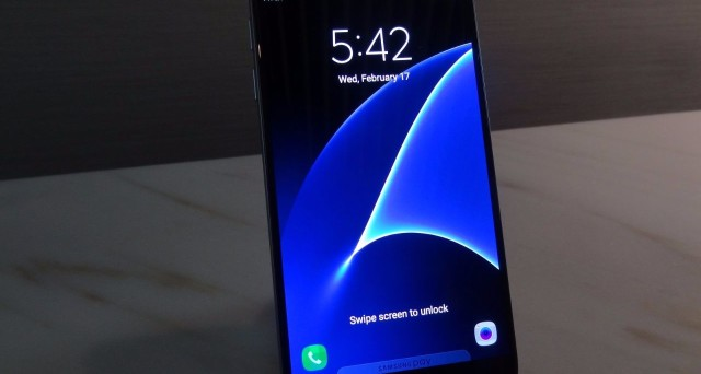Aggiornamento: la rivoluzione della cam frontale per selfie perfetti; qual è la nuova strategia della Samsung? Si continua a parlare del nuovo flagship dell'azienda coreana: in arrivo una variante 'Plus' da 6,2 pollici, ma resta la questione della quantità di RAM (6o 8GB?) e dello storage. Tutti gli ultimissimi rumors Samsung Galaxy S8 (2017), aggiornati ad oggi 29 novembre.