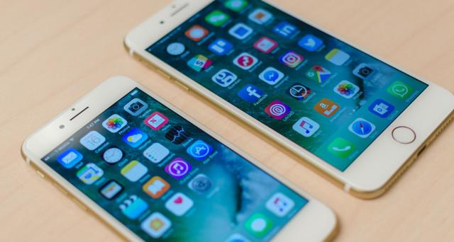 Aggiornamento oggi 22 novembre: ecco il Black Friday ufficiale per iPhone 7 e iPhone 7 Plus. Comunque, le scorte del top gamma, sia nella versione 'flat' che, ancor di più, nella versione 'Plus', sarebbero in calo; a Natale potrebbe essere introvabile. La produzione di iPhone potrebbe divenire tutta americana: l'ascesa di Trump potrebbe portare a una rivoluzione nell'industria mobile. La Apple sta valutando le soluzioni da prendere. Intanto, ecco le offerte al prezzo più basso di oggi 22 novembre su iPhone 7 e iPhone 7 Plus.