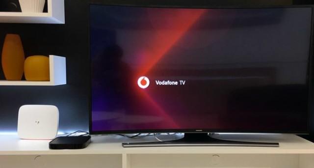 Qual è la piattaforma che unisce l'offerta Netflix a quella di Sky? Parliamo di Vodafone TV: ecco il prezzo dell'abbonamento e tutti i servizi e il palinsesto che offre. Una rivoluzione nella televisione on-demand e in streaming.