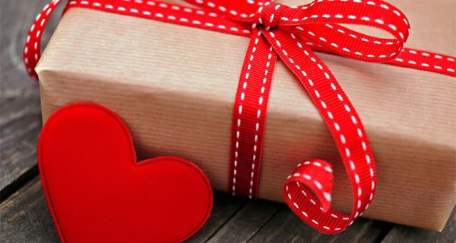 Ancora alla ricerca di idee regalo per la festa degli innamorati? Confronto tra il volantino Expert e MediaWorld: cosa comprare per San Valentino 2017?