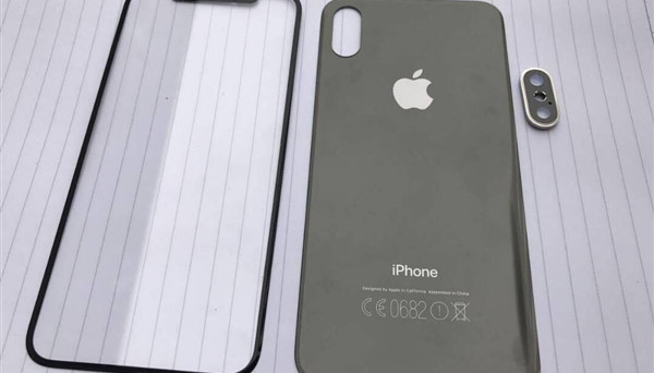 Uscita iPhone 8 in ottobre avanzato, profitti in crescita Apple e rumors: immagini render con scocca in vetro, iOS 11 e il nodo della connessione gigabit.