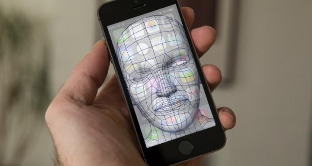 Sì, si tratta soltanto di un'illusione ottica, ma iPhone 8 sarà probabilmente proprio così. Intanto, news e rumors sul prezzo: perché costerà 1000 euro e più.