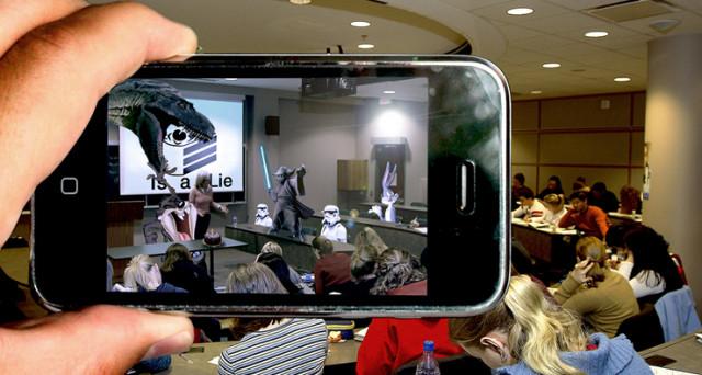 iOS 11 è spettacolare e non solo per le funzionalità più attese ma per il modo in cui integra la Realtà Aumentata su iPhone. I primi video, eccezionali.