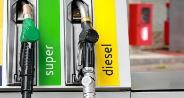 Ecco una serie di app per dispositivi Android che vi aiuteranno a trovare i distributori di benzina, diesel e GPL più vicini al luogo nel quale vi trovate nonché i loro prezzi.