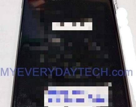 Ancora rumors intorno a Samsung Galaxy Note 8: primeimmagini 'live' e tre features confermate. Intanto, arriva una novità nella 'confezione'.