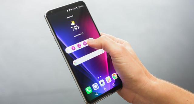 LG V30 non ha grande richiamo di media, eppure la 'critica' già lo premia: ecco scheda tecnica, uscita e prezzo di uno dei migliori device del 2017.