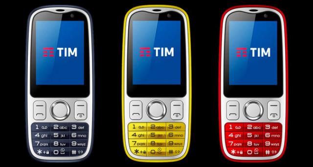 Arriva Tim Easy 4G, il telefonino che semplifica la vita di coloro che non amano gli smartphone. C'è anche WhatsApp e la possibilità di fare foto.