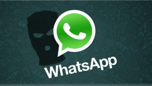 WhatsApp news, attenzione a non sbagliare chat. L'uso corretto della tecnologia non è da tutti. Gioco hot finisce in dramma per un invio sbagliato.