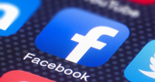 Facebook spia le nostre conversazioni col microfono dello smartphone