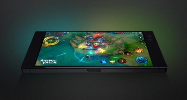 Presentato il Razer Phone, primo smartphone dell'azienda produttrice di videogames. Specifiche perfette per i gamer. Caratteristiche, uscita e prezzo.