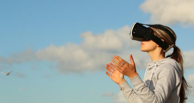 Prova di coraggio con la realtà virtuale. Un'azienda italiana lancia un'esperienza unica con visore e zaino. Tour VR in giro per l'Italia e non solo.