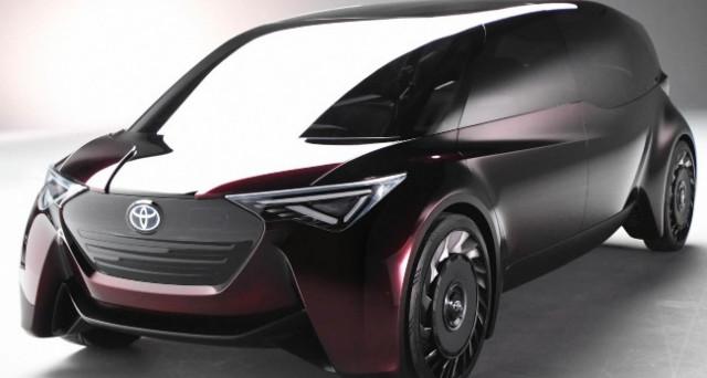 Toyota presenta un nuovo concept di auto elettrica al salone di Tokyo. Pneumatici airless e finestrini con display touch. Il futuro è qui.