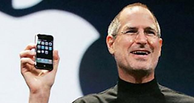 Il mito di Steve Jobs rivive sul palinsesto Netflix, ecco come vedere film e documentari sull'informatico statunitense in streaming gratis.