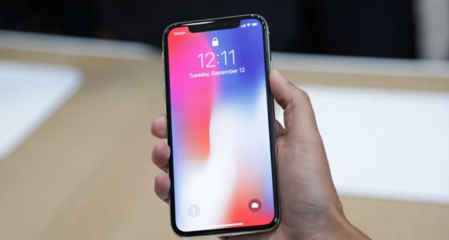 Il prossimo anno arriverà il nuovo iPhone X 2018, si chiamerà quasi certamente così e costerà anche meno del modello attuale, ma avrà qualcosa in meno.