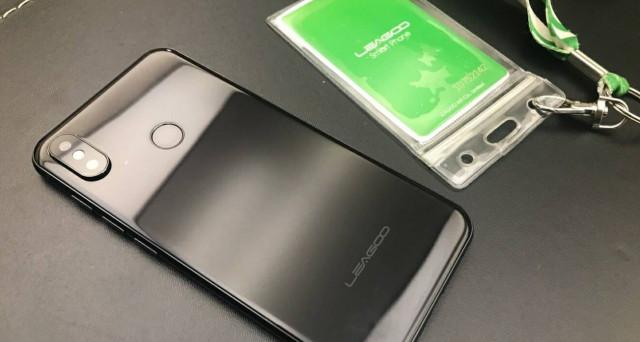 Leagoo S9, caratteristiche da leccarsi i baffi ed un prezzo super. Solo 300 euro per quello che è stato già definito il clone di Apple iPhone X.