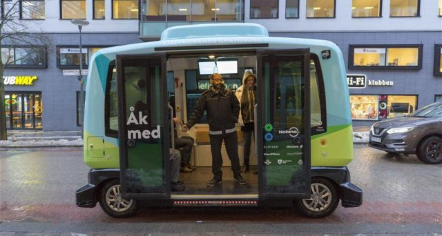 Gli svedesi non fanno chiacchiere, arriva a Stoccolma il mini bus completamente a guida autonoma, è il primo self driving car già attivo al mondo.